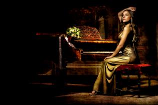 Golden pianist